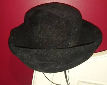 Black hat with bow