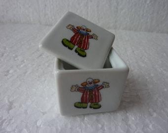 Pilulier, Boite à dents en porcelaine