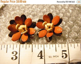CLEARANCE Hues of Brown Enamel Flower Clip Earrings,Gold Tone, Good Condition/Used!   {F}