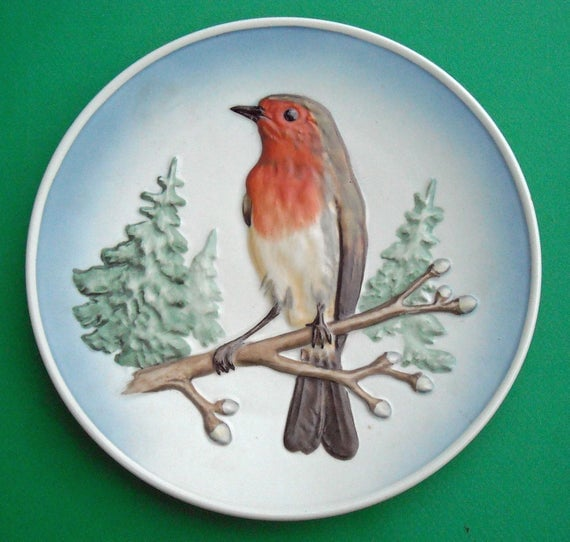 W. Goebel Porcelain Bas Relief Wildlife Wall Plate Series o.1 European Robin 1973 - English Robin