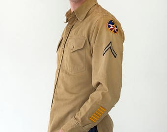 Mens Vintage 1940s Authentic WWII Military Air Force Button Down Collared Shirt - Multiple Patches - Small/Medium