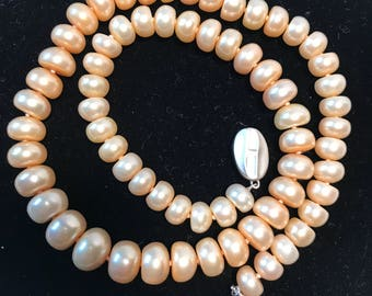 Vintage champagne Honora pearls 18 inches. Cultured lustrous freshwater pearls. Fantastic Mothers Day gift. Wedding Day. Birthday.