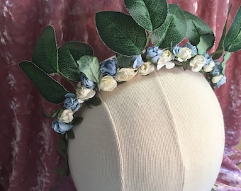Leaves and flowers crown