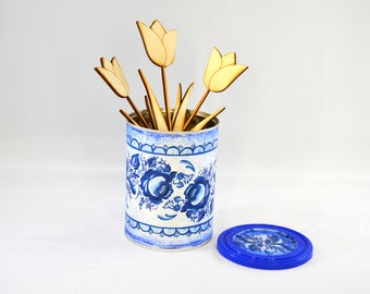 Tin Porto style with wooden laser cut tulips