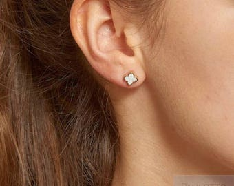 """Earrings - Stud """"Clover"""" mother of Pearl and stainless steel"""