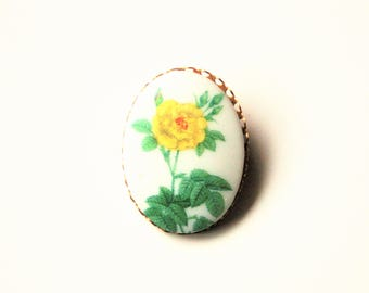 White Glass Porcelain Cabochon Flowers Yellow Gold Tone Brooch Pin, Oval Brooch