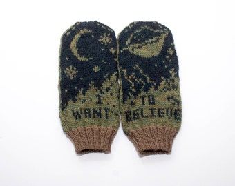 Pattern: I Want To Believe Mittens