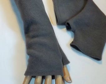 Gray fleece mittens with thumb