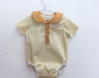 Baby romper with collar peter pan and Center buttons