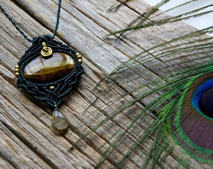 Macrame pendant with tiger eye and rutilated quartz, brass beads, goddess necklace, adjustable, fairy necklace, ethnic jewelry, talisman