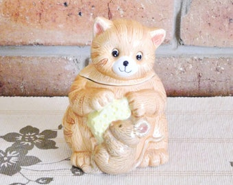 Japanese kitsch ceramic sugar bowl with lid, cat, mouse and cheese motif, vintage 1960s, Kris Kringle