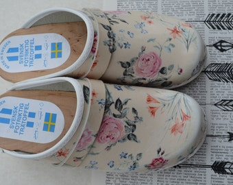 Svensk Fotriktig Tratoffel Swedish Mules, clogs, made in Sweden, leather, shabby roses, boho garden festival shoes, 36, 5 US