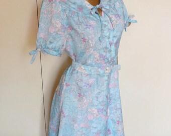 Vintage babydoll dress 12-14 UK romantic blue pink flowers / / babydoll L vintage 1970's floral romantic and feminine Pin up retro dress