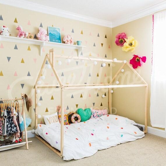 Lit enfant fait maison best lit enfant en bois peint chateau illumin with lit enfant fait - Lit bebe fait maison ...