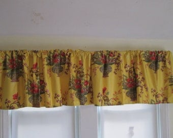 Chinoiserie valance in yellow and red