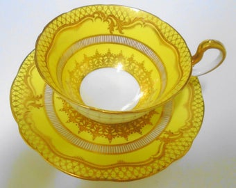 Aynsley exquisite gold etch yellow gold gilt doris art deco Tea cup and saucer