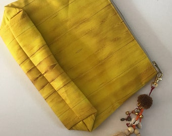 Golden Eel Print Beach Clutch Bag with Tassel