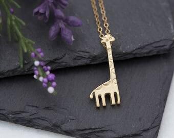 Giraffe necklace gold, giraffe jewelry, giraffe pendant, minimalist jewelry, animal jewelry, gift for her, simple necklace, safari jewelry