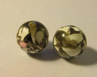 Khaki White Crackled Mother of Pearl Bead, 12mm, Set of 2