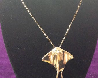 Vintage Sterling silver manta ray pendant necklace 20 inch chain# 1186