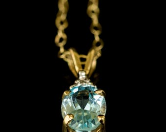 Charming Vintage 1/2 ct Blue TopazOval & Diamond 9ct, 9k Yellow Gold Pendant with Chain, c1980s