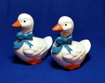 B & D Country Geese Salt and Pepper Shaker Set/Geese With Blue Bow Salt and Pepper Shaker Set/Vintage Geese/Vintage Geese Kitchen Decor