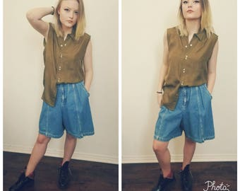 80s Liz Claiborne Denim Shorts. High Waisted Shorts. Pleated jean shorts. Hipster. Preppy. Size Medium