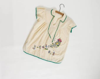 vintage 1940s child's nightgown dress nursery rhyme graphics