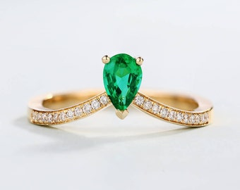 Pear shaped cut Emerald ring Emerald Engagement Ring vintage Solitaire Half eternity antique Rose Gold Curved Chevron Stacking Anniversary