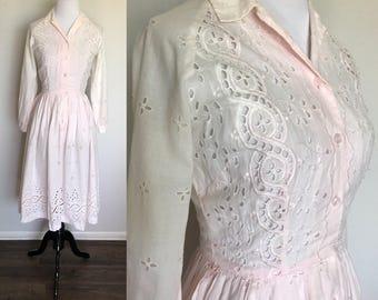 Grapefruit Kiss Dress | 1950s Vintage Cotton Eyelet Lace Button Front Shirtdress | Size XS/S