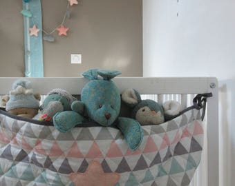 Put blanket, turquoise, salmon and grey geometric