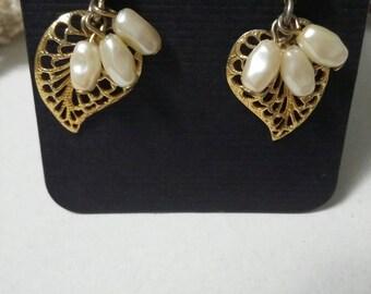 Avon vintage filigree leaf with freshwater pearls dangling post earrings