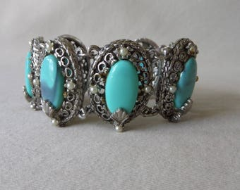 Vintage 1950's Faux Blue Turquoise Thermoset Oval Cabochon and Pearl Silver Tone Link Bracelet