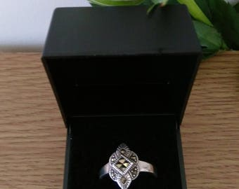 Vintage Sterling Silver Marcasite Ring.  Boxed.  UK Size P