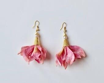 Petal Earrings in Pink (Small)