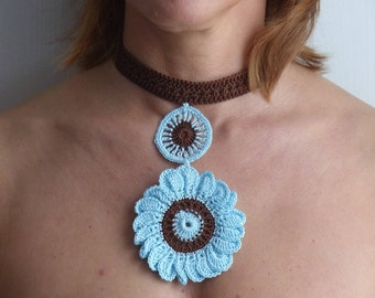 Crochet costum jewel flower blue and brown