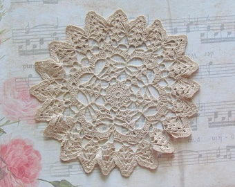 Crocheted lace Doily 19cm