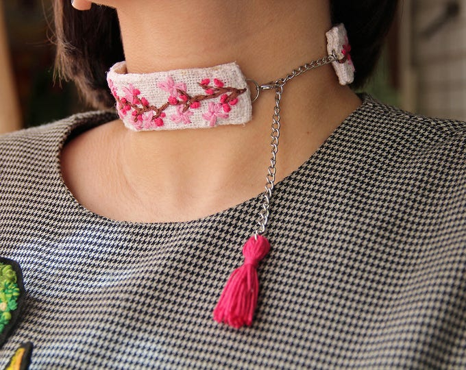 Floral choker Floral Necklace Embroidered jewelry for party Summer outdoors Nature lover Gift girlfriend idea Embroidered choker textile