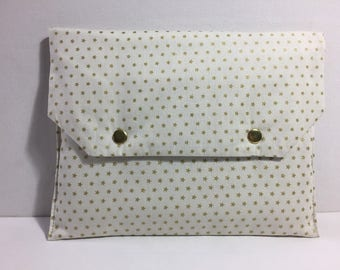 Ecru pouch with gold stars, fleece, plastic, inside closed by two pressures