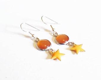Boucle d'oreilles cabochons orange et étoiles oranges,