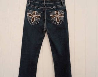 Flare jeans with embroided pockets