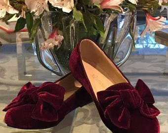 Ballerinas in color velvet red wine with loop at the tip.