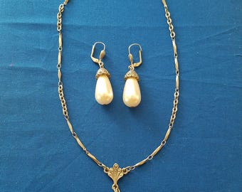 Vintage Rhinestone Faux Pearl drop Earring and Necklace set