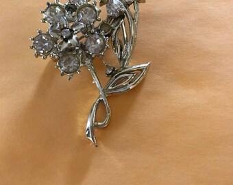 Vintage Brooch. Daffodils and rhinestones.