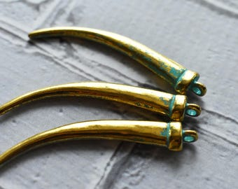 Gold Brass Horn Charms - Tribal Claw Horn Charm Pendant Blue Green Patina- Verdigris Ethnic Boho Style Gold Jewelry Supply - 5 pack