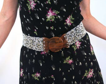90s Wide Beaded Belt M, Wooden Buckle Belt, Beaded Stretchy Belt, Beaded Elastic Belt, Mahogany Wood Interlocking Buckle, 30 to 36 inches