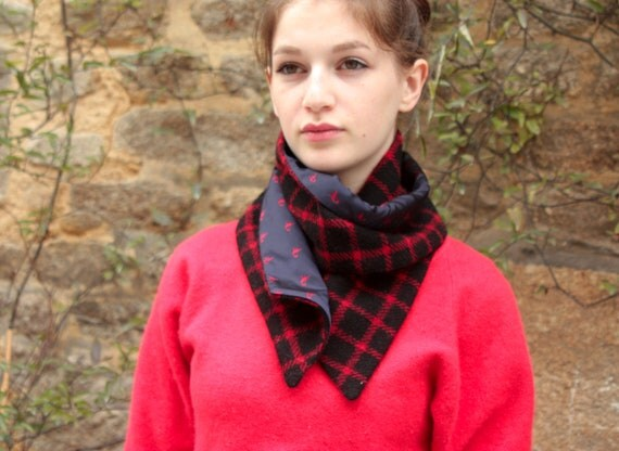 Scarf/cowl. Snap neck circumference. Wool Tweed