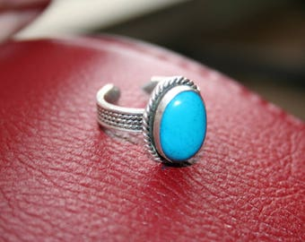 SALE...Vintage  925 Sterling Silver Native American  Turquoise ring - STUNNING