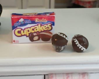 Miniature Cupcake Set, 2 Chocolate Cupcakes and Box, Dollhouse Miniatures, 1:12 Scale, Mini Food, Dollhouse Food, Mini Cupcakes