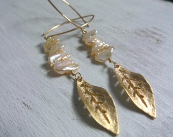 Leaves and Pearls, Leaf Earrings, Summer Earrings, Summer Outdoors, Summer Party, Chic Beach Jewelry, Tropical Earrings, Biwa Pearl Earrings